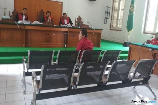 Tolak Disumpah, Saksi Abu Tours Bikin Geger Persidangan