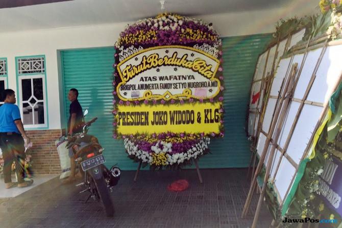 Turut Berduka, Jokowi Kirim Karangan Bunga ke Rumah Densus 88