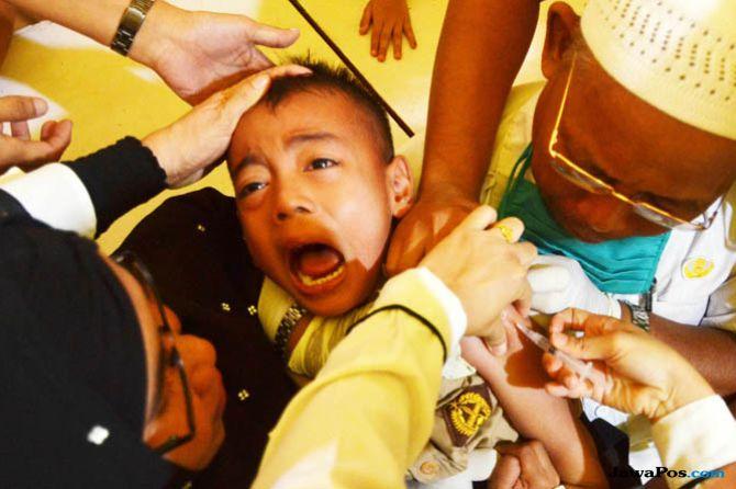 Vaksinasi MR Lanjut, Menkes Persilakan Masyarakat Tunggu Fatwa MUI