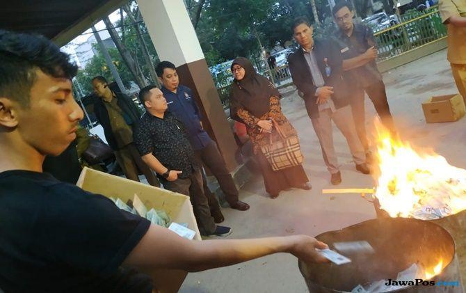 Agar Tak Tercecer, Disdukcapil Musnahkan 26.025 KTP Invalid