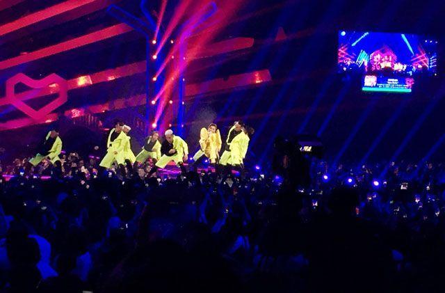 Agnez Mo Buka Konser Super Party dengan Enerjik