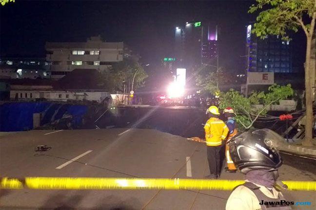 Amblesnya Jalan Raya Gubeng Diduga Terkait Proyek Basement RS Siloam