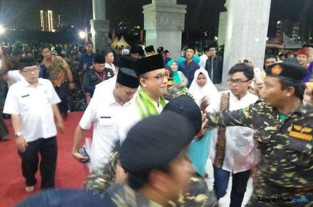 Anies dan Pejabat Negara Ikut Salat Gerhana di Masjid Raya