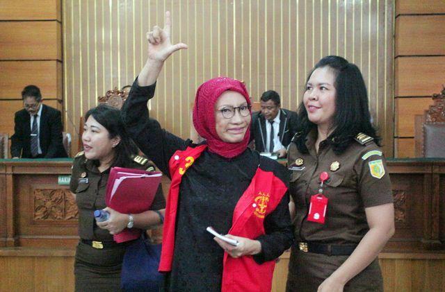 Atiqah Hasiholan Enggan Tanggapi Isu Ibunya Korban Politik
