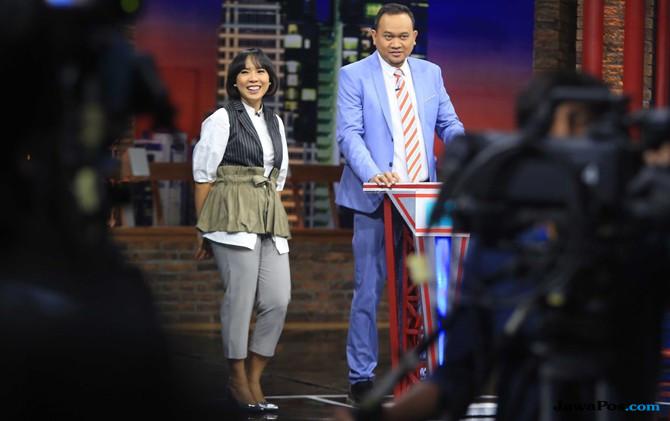 Cak Lontong dan Fitri Tropica syuting Waktu Indonesia Bercanda di studio NET