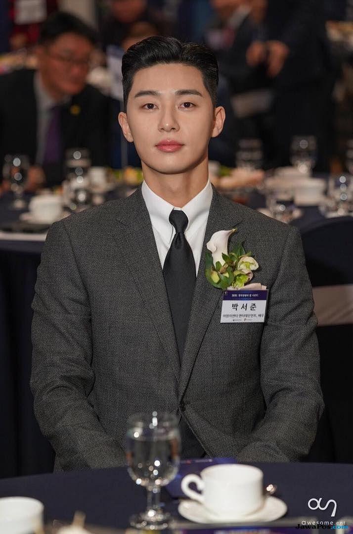 Berkontribusi Terhadap Wisata Korea, Park Seo Joon Terima Penghargaan