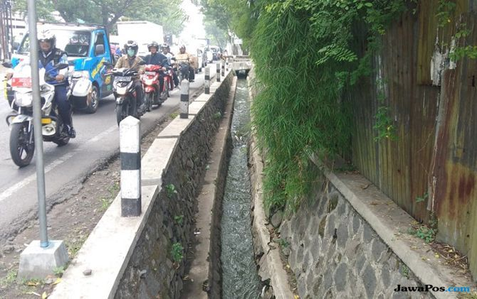 Besok Wali Kota Malang Tinjau Selokan Air Berwarna Tosca