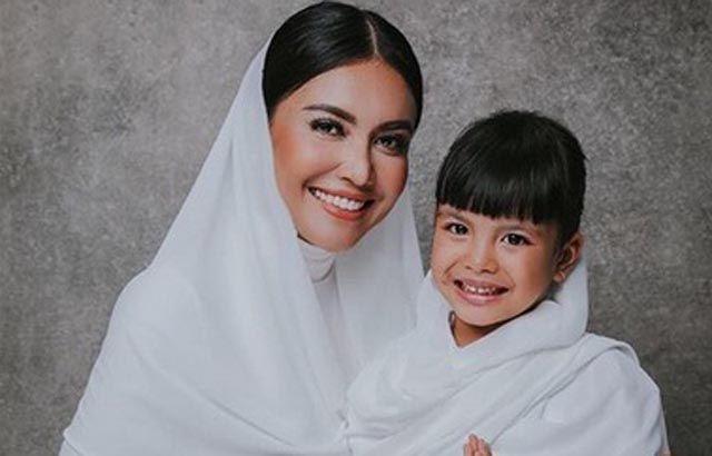 Bikin Terharu, Doa Putri Denada untuk Ayahnya di Hari Imlek