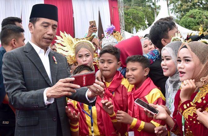 Buka Tanwir ke-51 Muhammadiyah, Jokowi Pamer Iriana Lulusan UMS