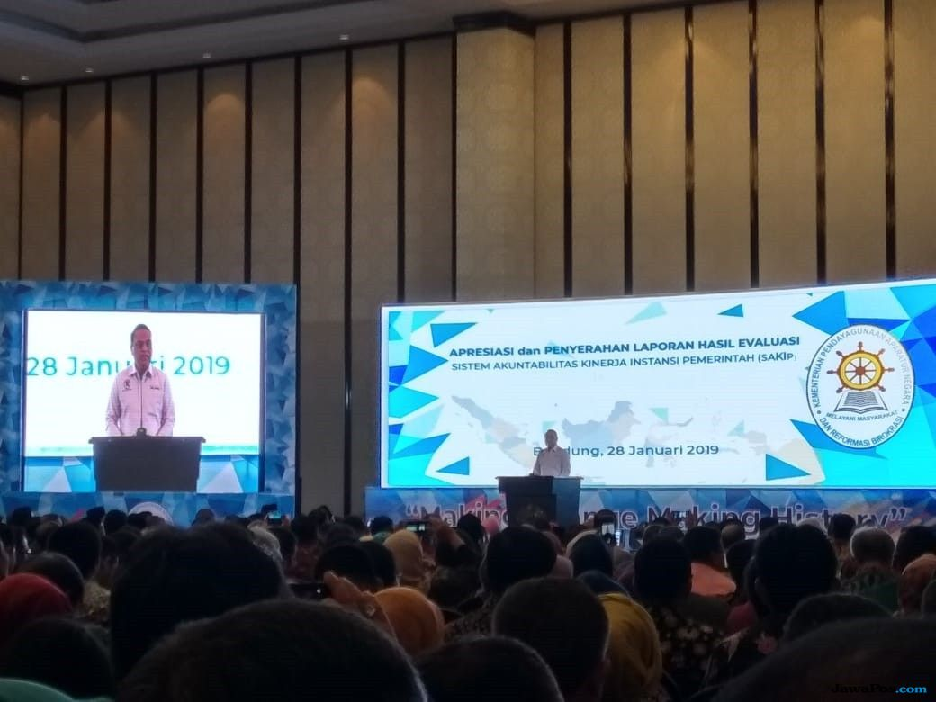 Cegah Pemborosan Rp 64,8 Triliun,Menteri PAN RBSerahkan Rapor SAKIP