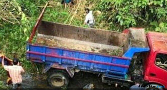 Truk Pengungsi Gempa, Truk Terjun ke Jurang, Truk Mamasa Sulawesi
