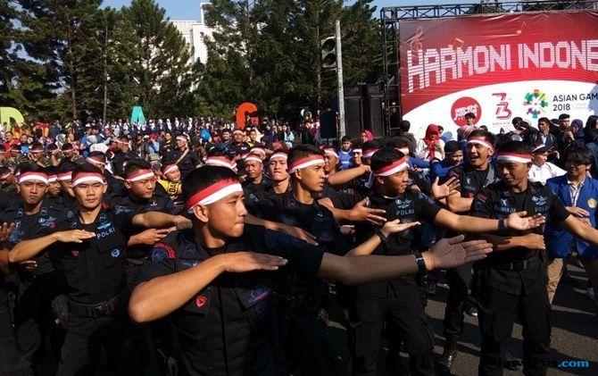 CFD Dago Bandung Dimeriahkan Senam Poco-Poco