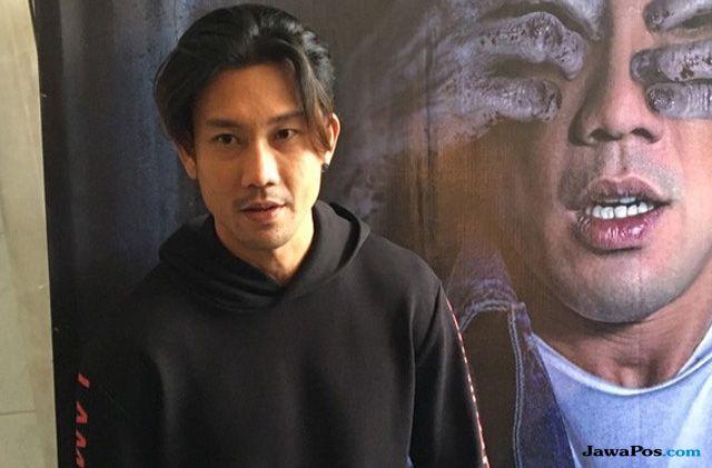 Denny Sumargo Cukur Habis Brewok dan Kumis Demi Profesionalitas