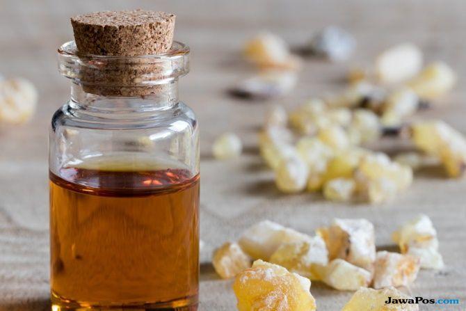 minyak esensial, jenis minyak esensial, manfaat minyak esensial, mkinya esensial untuk wajah,