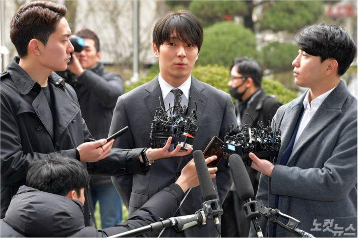 Datangi Kantor Polisi Seoul, Choi Jonghoon Minta Maaf