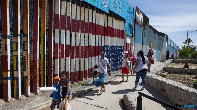 tembok perbatasan, meksiko, as, trump, colonia libertad,