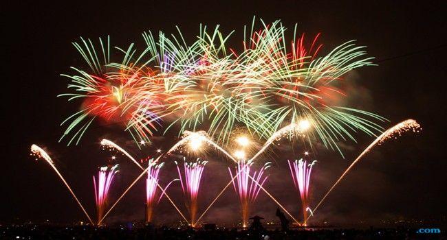 Diguyur Hujan, Ridho Rhoma Tetap Mengisi Malam Tahun Baru di Monas