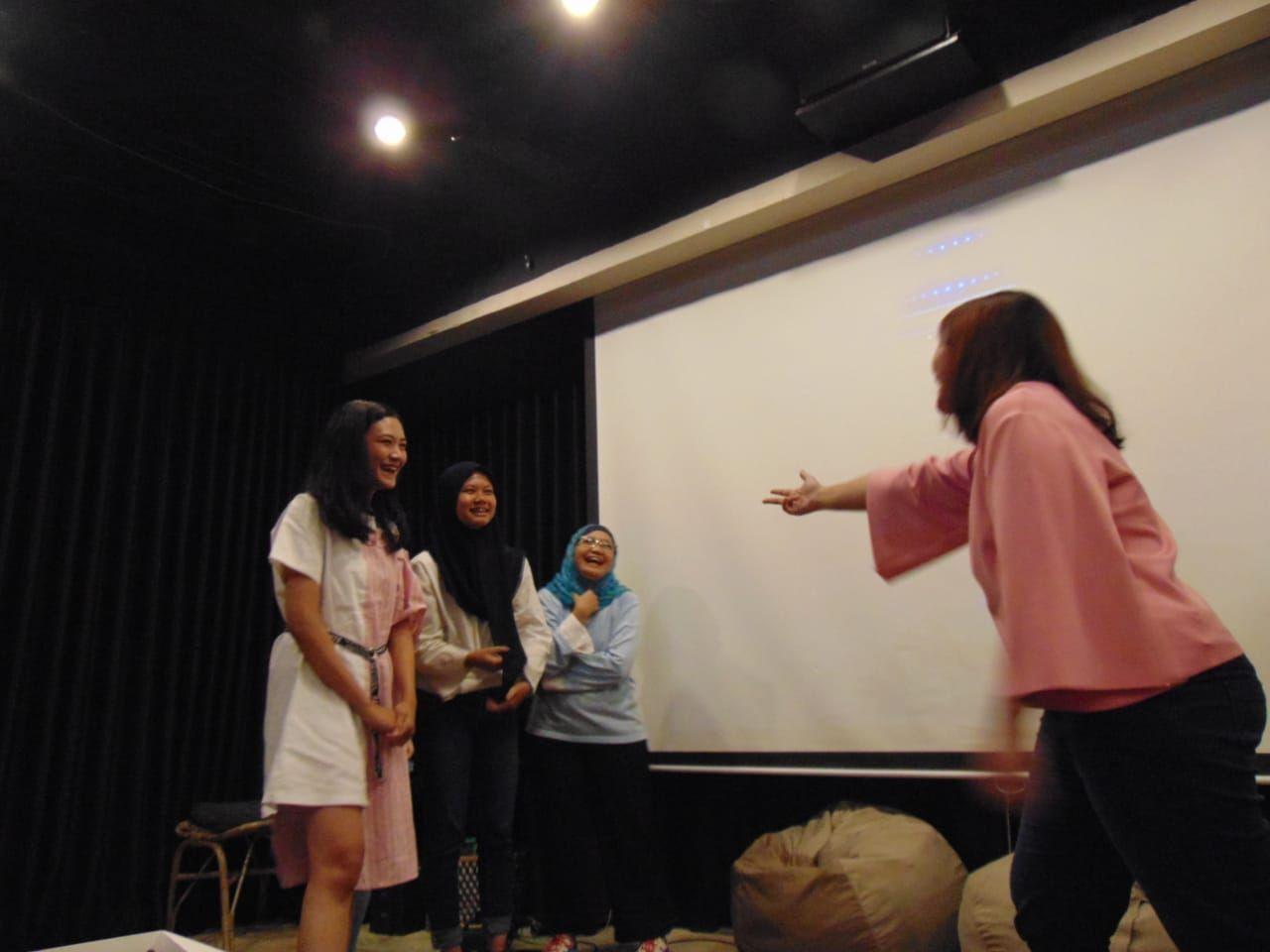 Dukung Karir Solo Ong Seong Woo, Wannable Kumpul dan Gembira Bersama