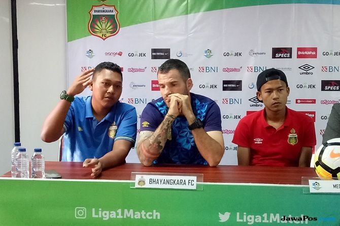 Bhayangkara FC, Perseru Serui, Simon McMenemy, Liga 1 2018