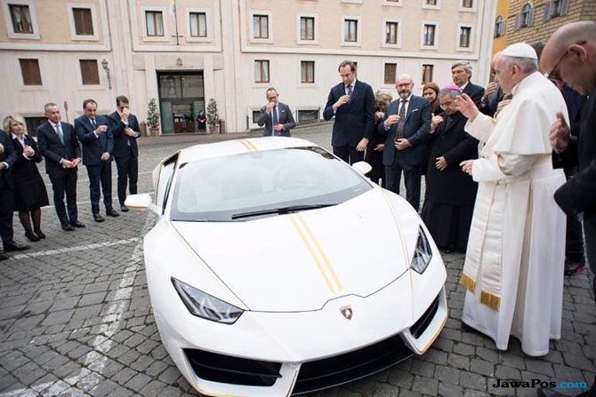 Galang Dana Kemanusiaan, Lamborghini Berparaf Paus Fransiskus Dilelang