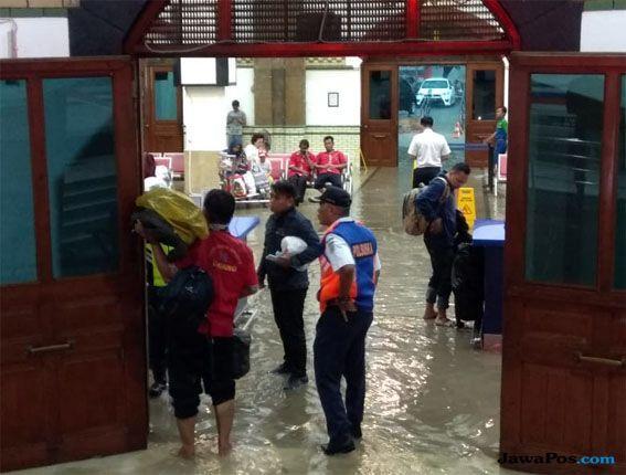 Hujan Sejak Sore, Kota Semarang Dikepung Banjir
