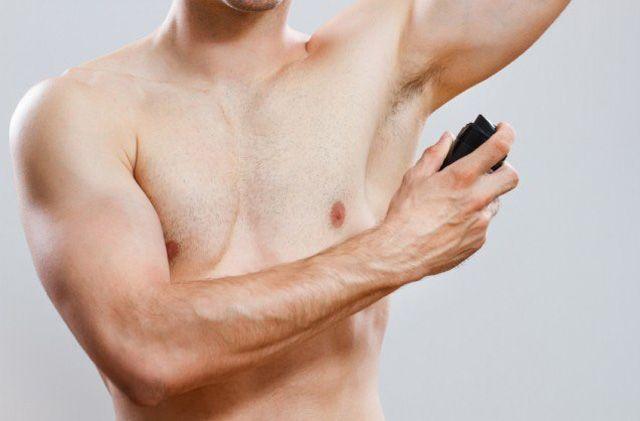 Ini Alasannya Pria Wajib Pakai Deodoran dan Body Spray