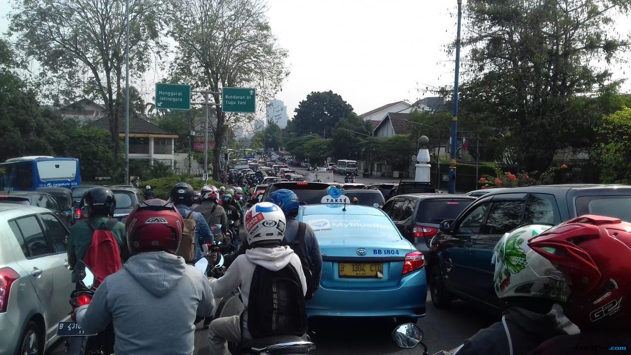 Jokowi Datang, Jalan Menuju KPU Macet