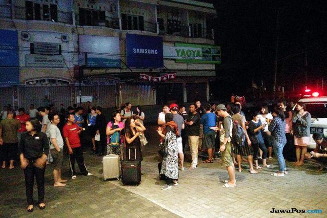 Kapal Kemanusiaan Lombok Pengangkut Bantuan Bersandar di Carik