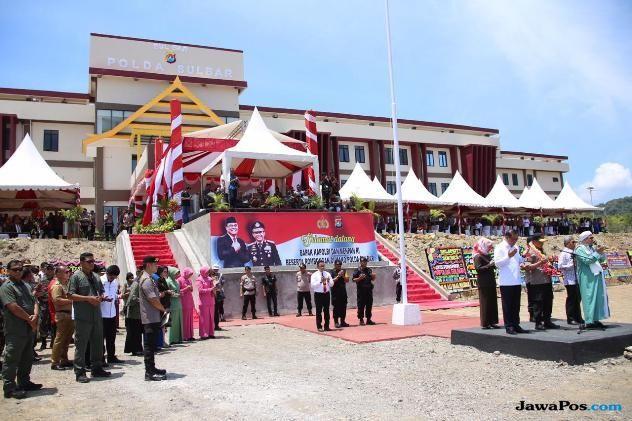 Kapolri Tito Reunian Bareng Syafruddin saat Peresmian Mapolda Sulbar