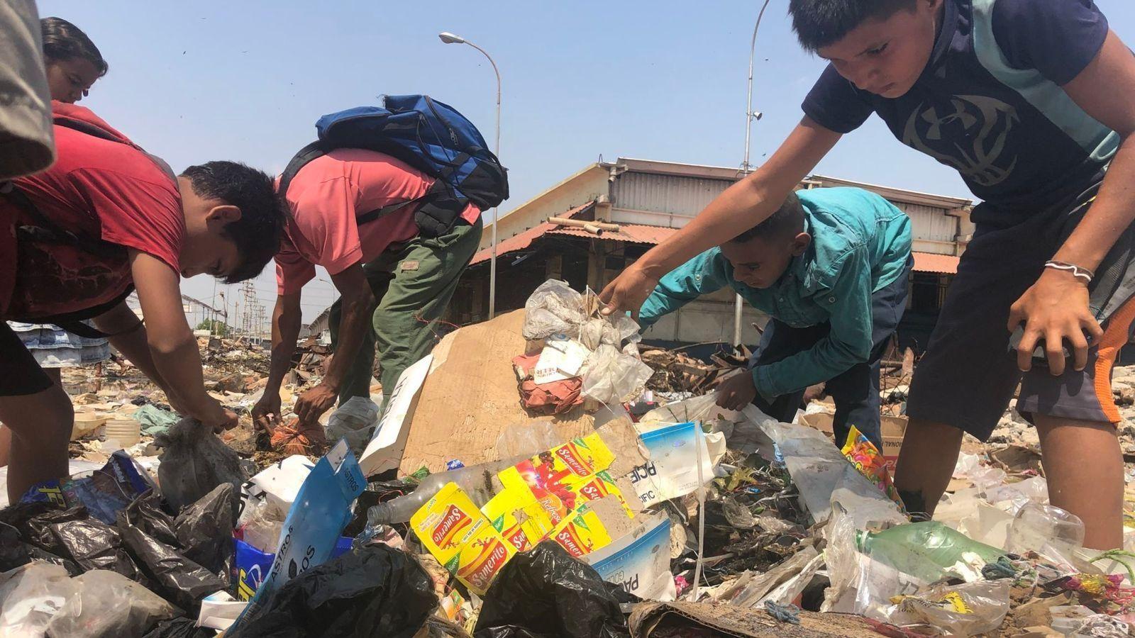 krisis venezuela, krisis, nicolas maduro, makan sampah, sampah,