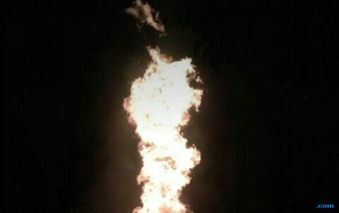 semburan api sumur minyak