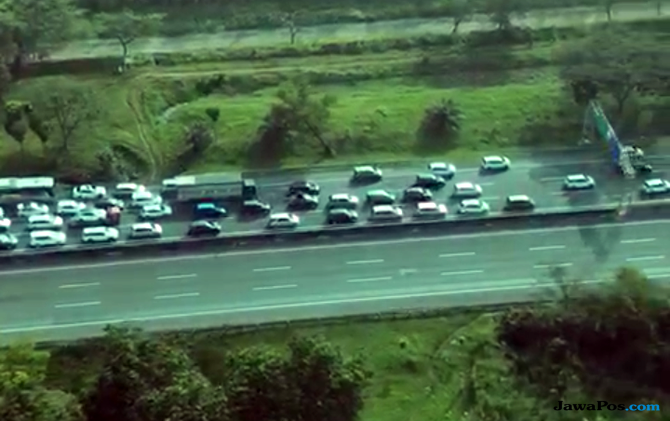 Macet Arus Mudik, Jumlah Kendaraan Lintasi Tol Cikampek Naik 78 Persen