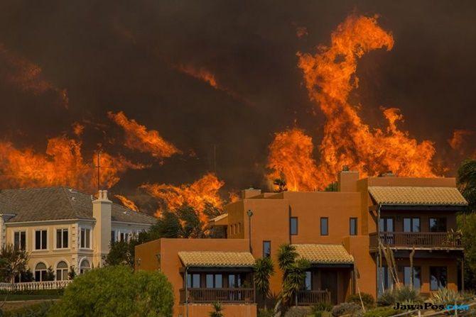 miley cyrus, kebakaran di california, rumah selebriti terbakar,