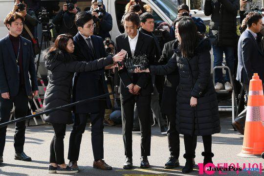 Pakai Baju Hitam, Jung Joon Young Diperiksa Polisi Sebagai Tersangka