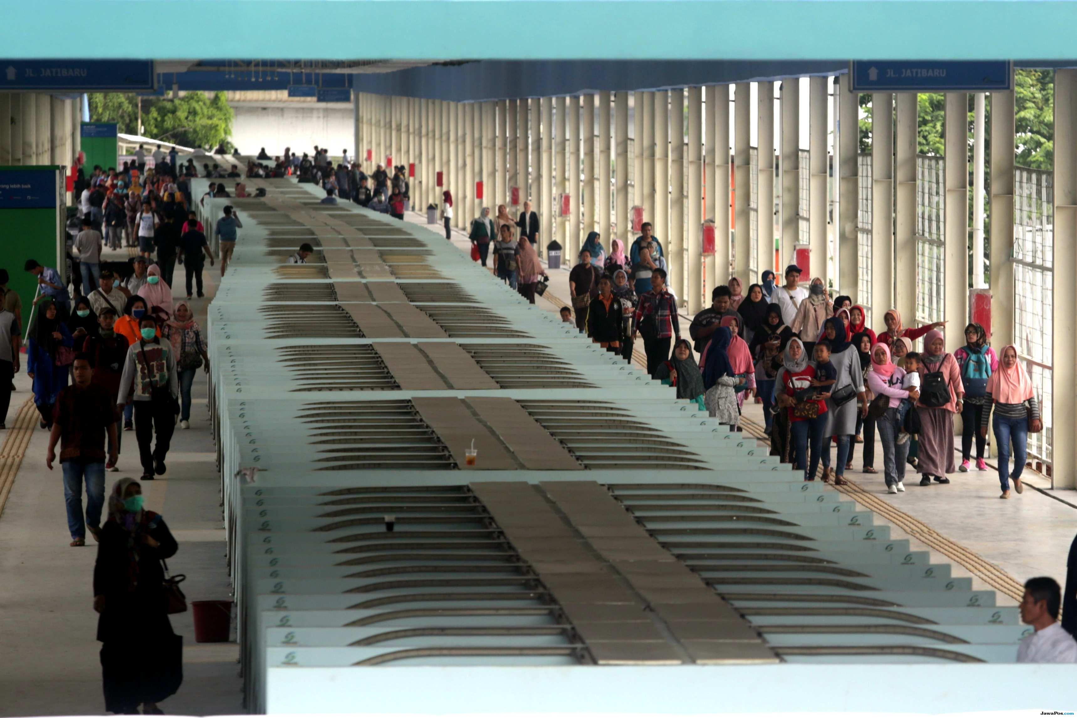 Pantau Sirkulasi Pejalan Kaki, Skybridge Tanah Abang Diuji Coba