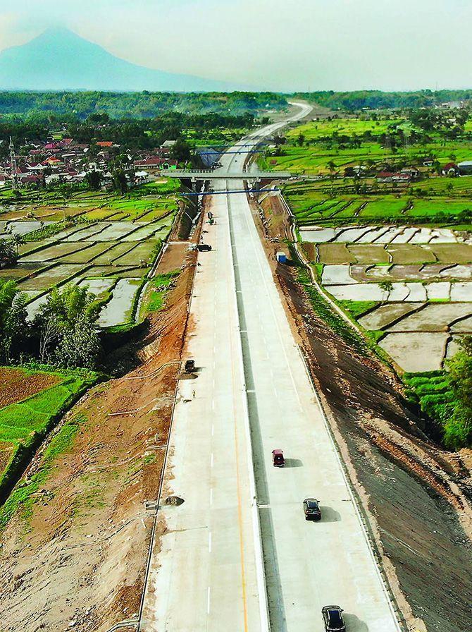 Pengusaha Angkutan Logistik Minta Tarif Tol Trans Jawa Diturunkan