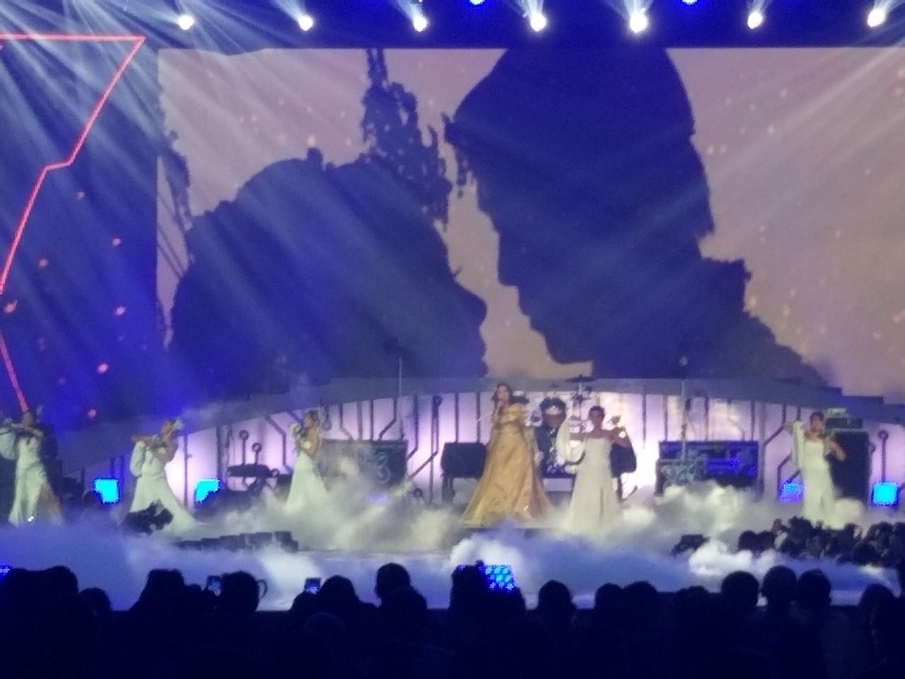 Perdana, Syahrini Bawakan Lagu Restu di Panggung Konser