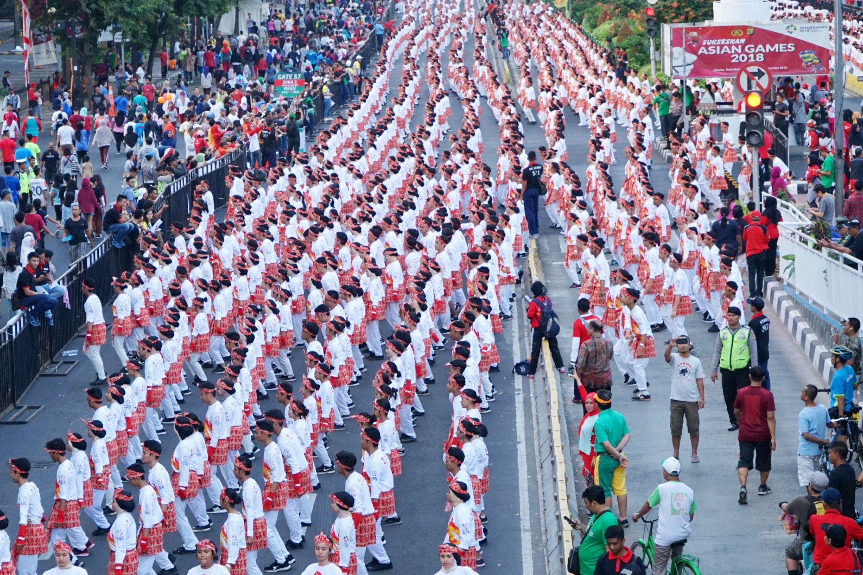 Poco-poco Pecahkan Rekor Dunia, Jokowi Ikut Goyang Monas