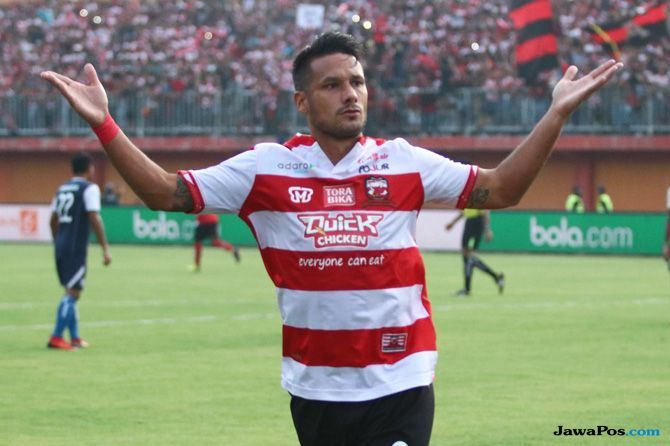 Raphael Maitimo, Persebaya Surabaya, Madura United, Liga 1 2018