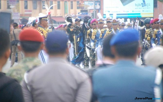 Ritual TNI AL Sambut KRI Bima Suci-945