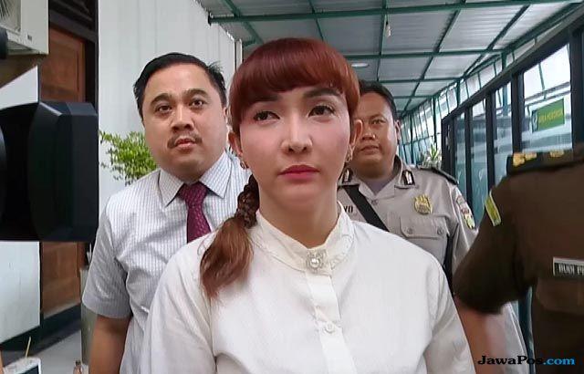 Roro Fitria ajarkan menari ratusan narapidana di Rutan Pondok Bambu