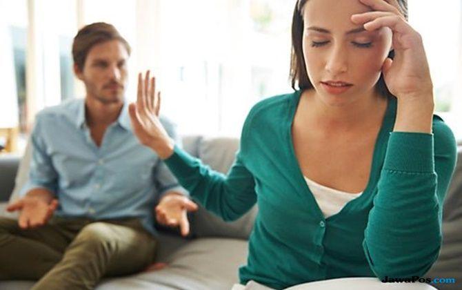 tips percintaan, cinta bertepuk sebelah tangan, tanda pasangan tak cinta,