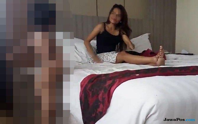 Satu Perempuan Terdakwa Video Porno Threesome Berjilbab saat Sidang