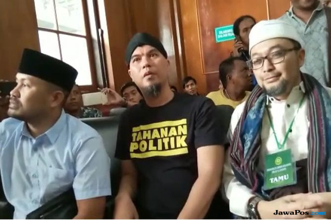 Sidangnya Sempat Ricuh, Ahmad Dhani Minta Keleluasaan Bicara ke Media