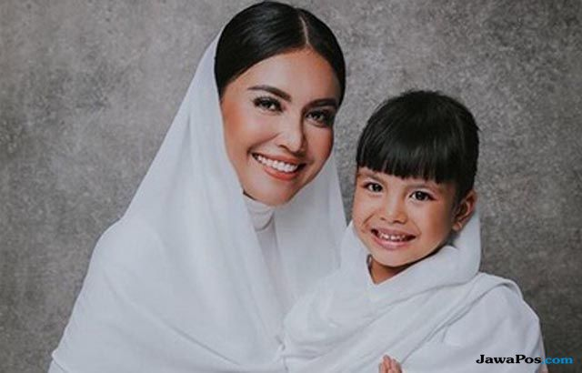 Sudah Kembali ke Rumah, Putri Denada Masih Harus Jalani Kemoterapi