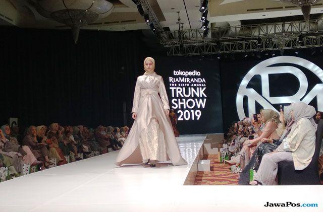 Kolase, Keberanian Ria Miranda Gabungkan Seni dan Fashion