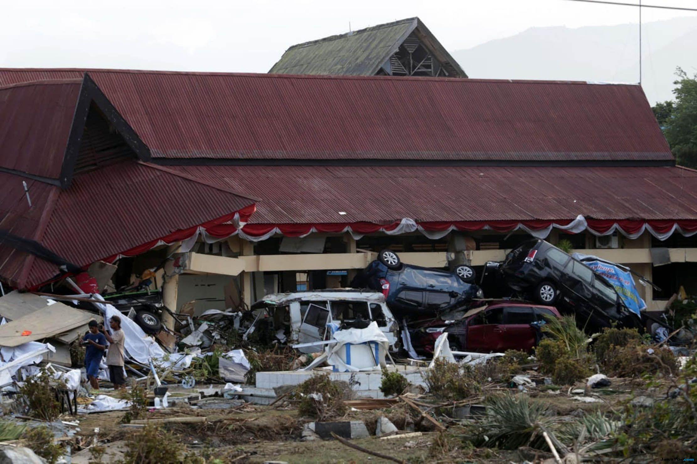 Terseret Bersama Anak, Tertutup Asbes Empat Jam Setelah Gempa Palu