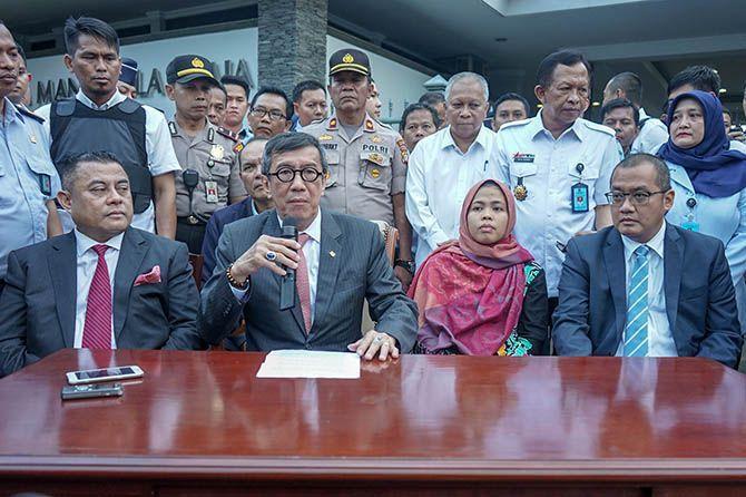 Tiba di Tanah Air, Kaki Siti Aisyah Dicium Sang Ayah