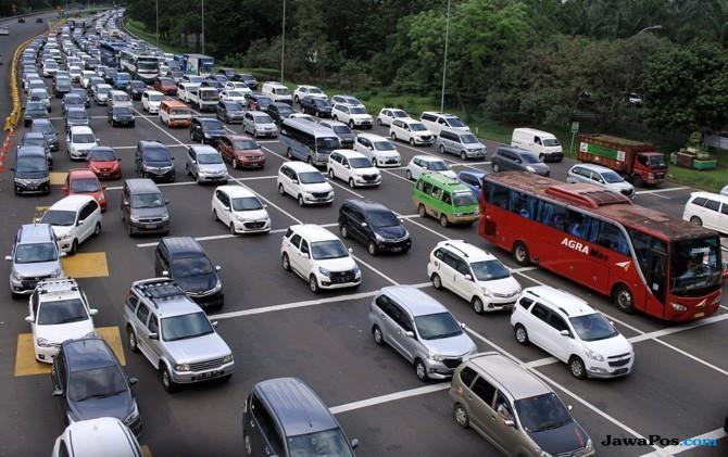 Urai Kemacetan Tol Jakarta-Cikampek, Jasa Marga Berlakukan Contraflow